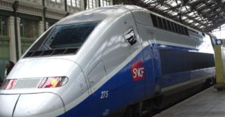 Un train entrant en gare